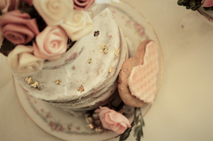 naked cake with teacup